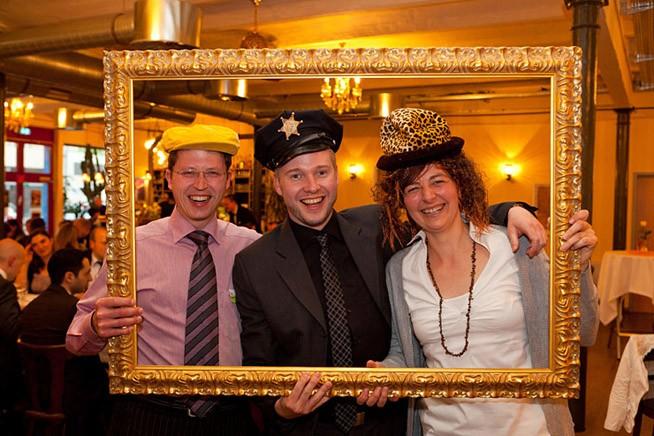 Hochzeitsfotos im goldenen Rahmen