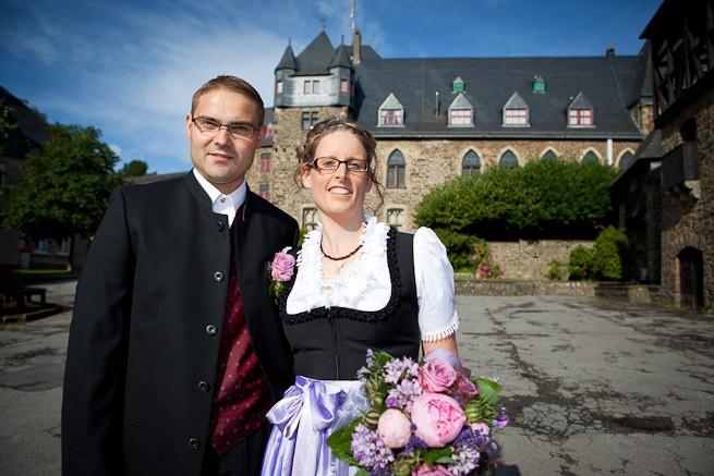 Brautpaar vor Schloss Burg in Solingen