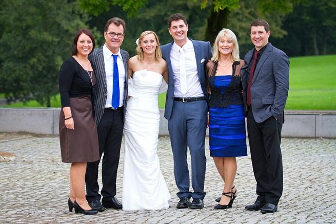 Gruppenfoto nach der Hochzeit