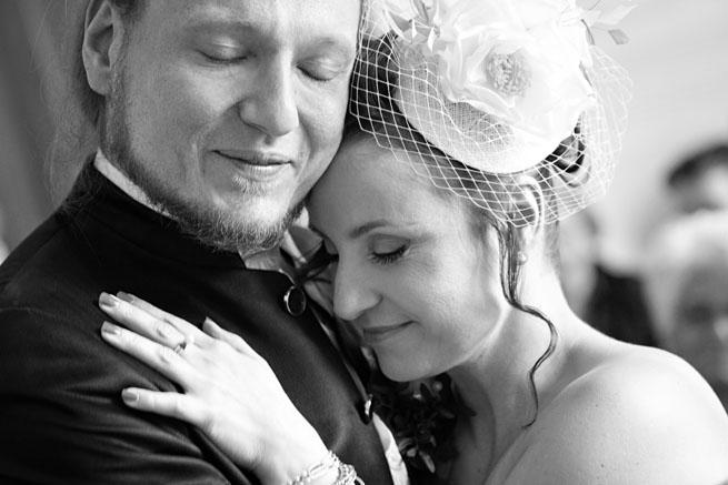 Hochzeitspaar Emotionen nach der Trauung in Hattingen