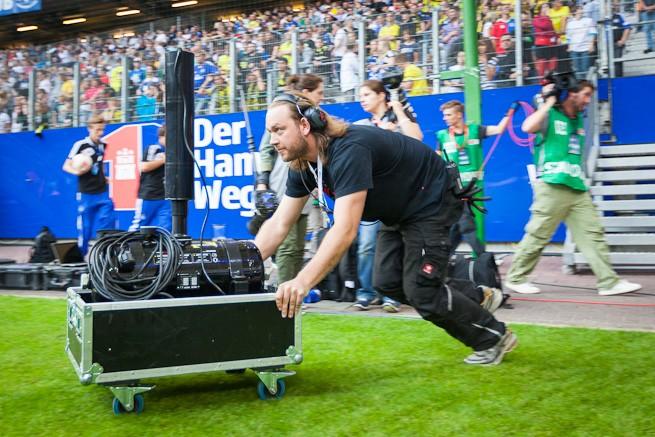 Nach dem Spiel wurden schnell Konfettikanonen auf den Platz geschoben