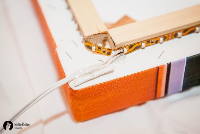 Kabel mit Heißkleber fixiert