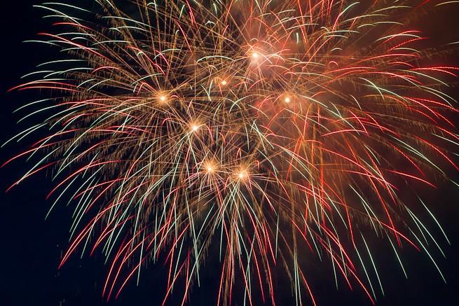 Himmelsfüllende Feuerwerksbomben