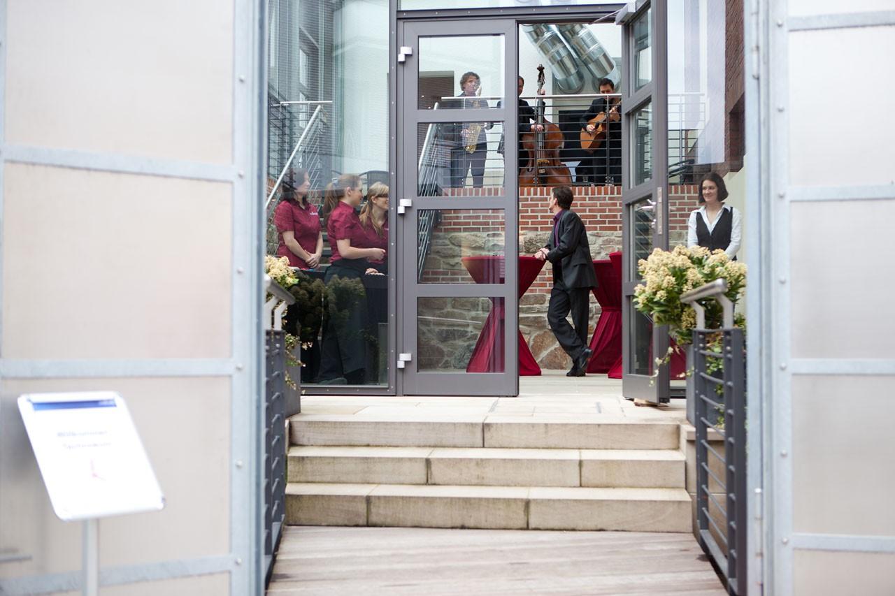 Hochzeitslocations: Eingang zum Bootshaus Wuppertal