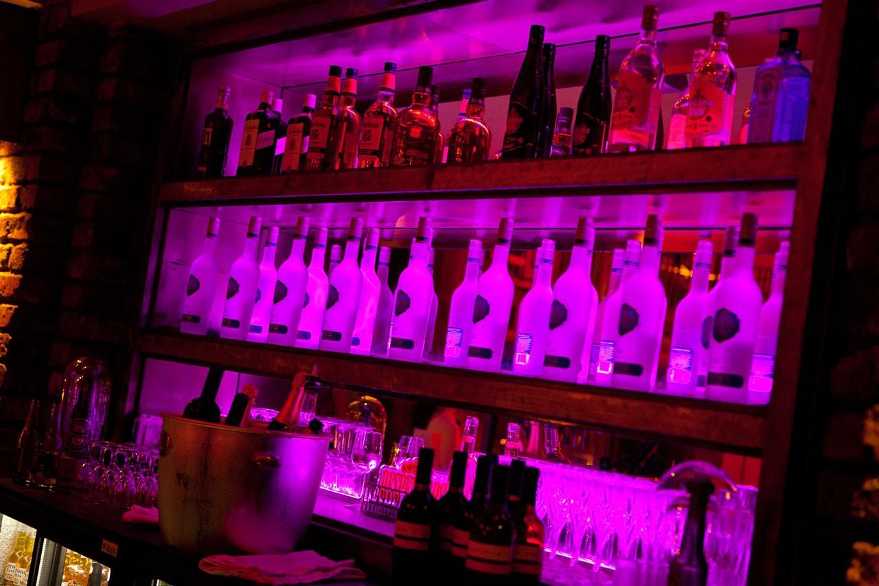 Hochzeitslocations: Barmer Bahnhof - Bar