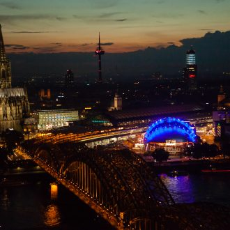Köln Sky Dom bei Nacht