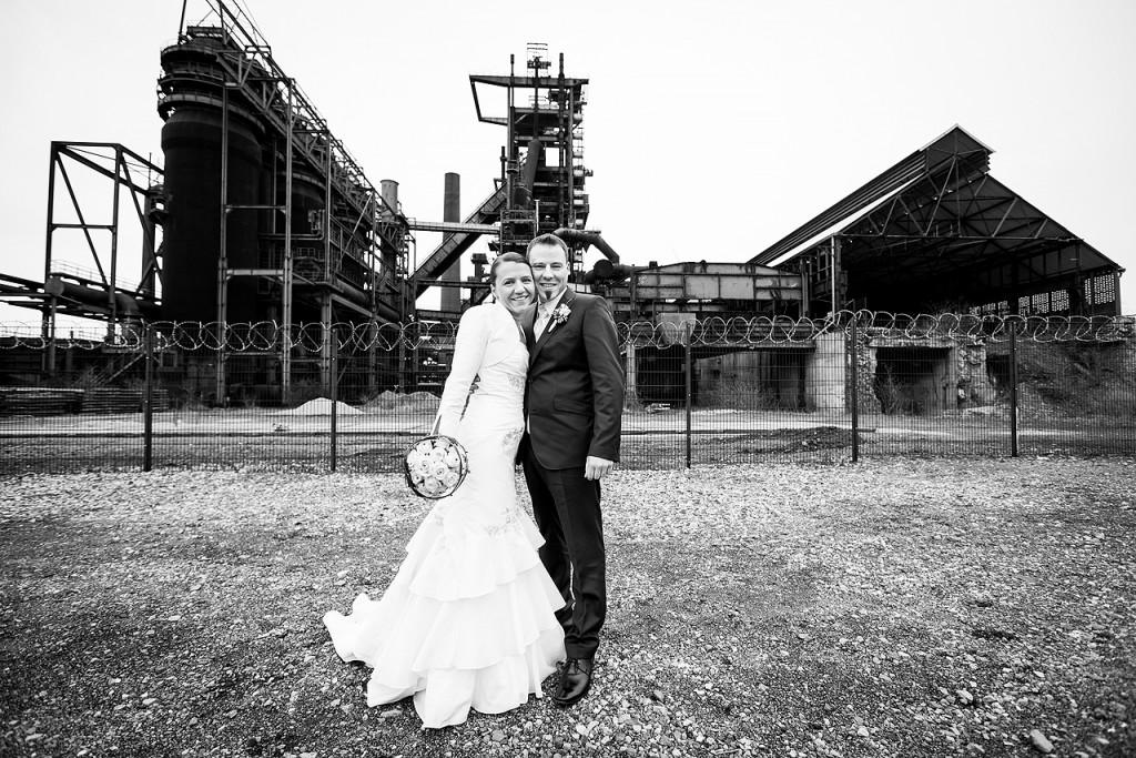 Hochzeitspaar vor der Zeche Dortmund