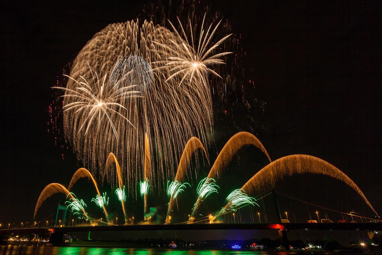 Großes Feuerwerk in Duisburg 2013