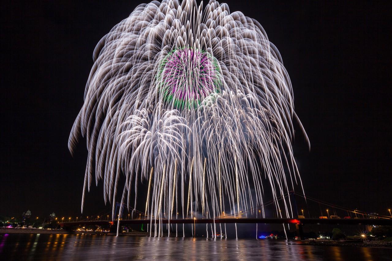 300er Feuerwerksbombe in Duisburg 2013