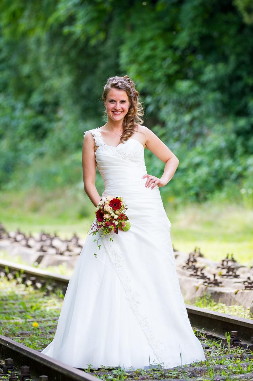 klassisches Brautfotografie Bahntrasse