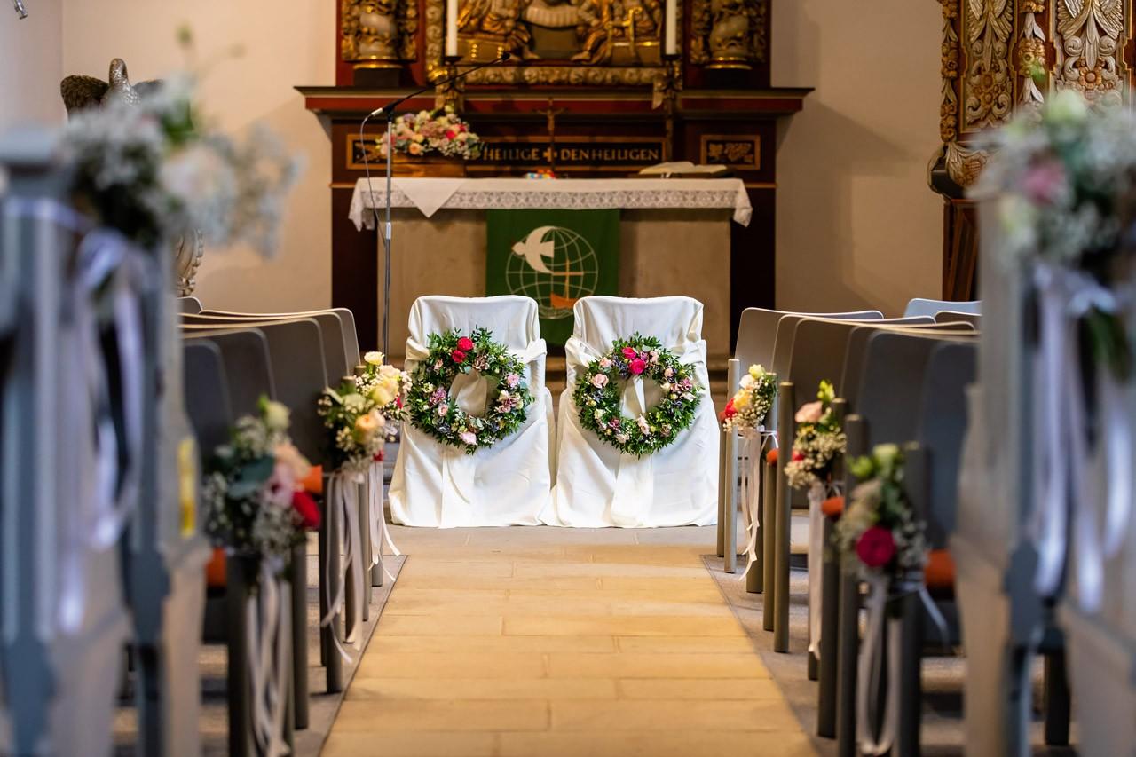 schöne kirche hochzeitsfloristik nrw