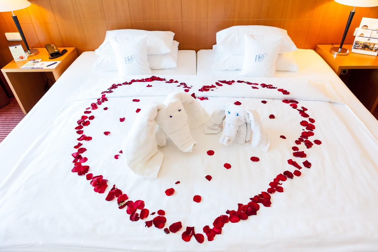 Besondere hotelzimmer f r die traumhafte hochzeitsnacht for Hochzeit wohnung dekorieren