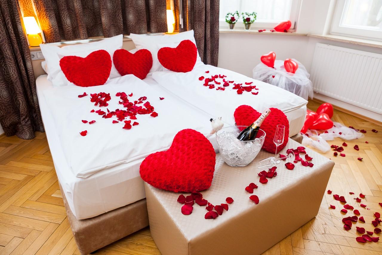 Besondere hotelzimmer f r die traumhafte hochzeitsnacht - Hochzeit schlafzimmer dekorieren ...