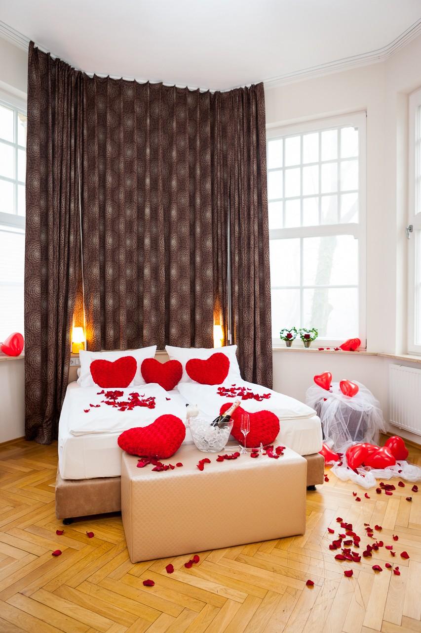 besondere hotelzimmer f r die traumhafte hochzeitsnacht. Black Bedroom Furniture Sets. Home Design Ideas