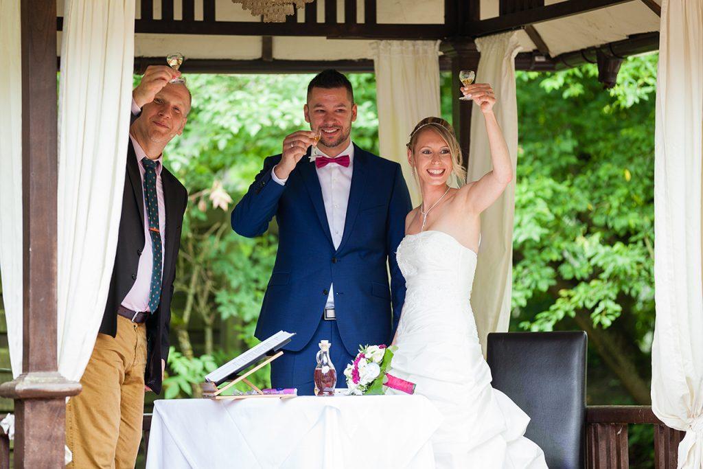 Hochzeit Gut Hahn Sekt nach Trauung