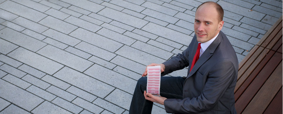 Magier-Jean-Olivier-und-seine-Kartentricks-einfach-zauberhaft