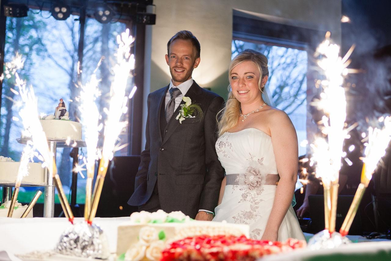 Hagen Hochzeitspaar mit Hochzeitstorte