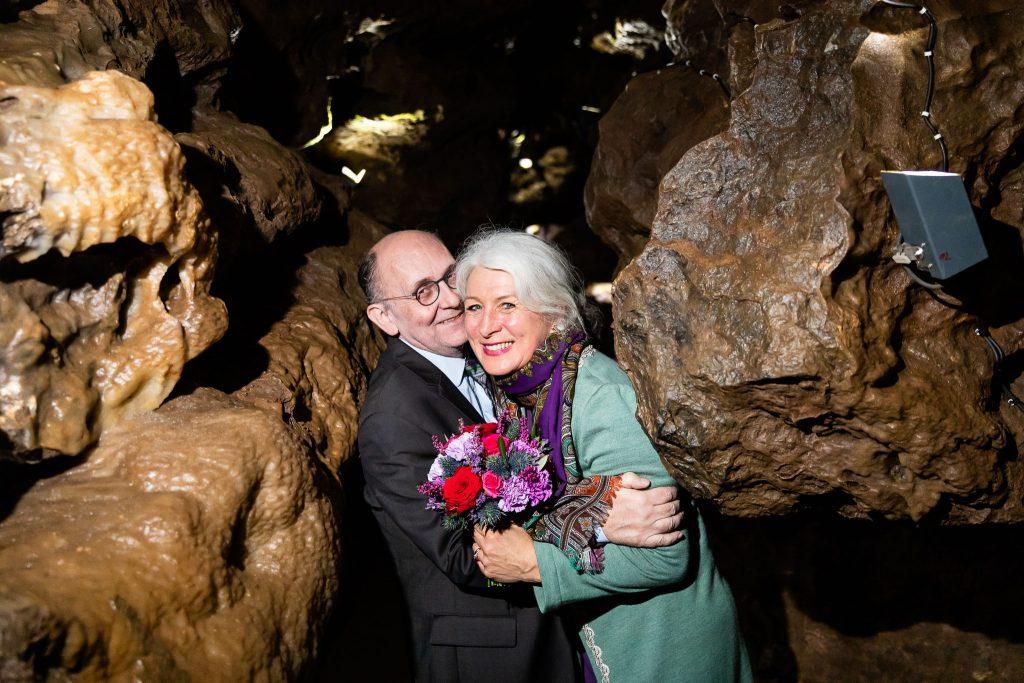 witzige hochzeitsfotos in höhle