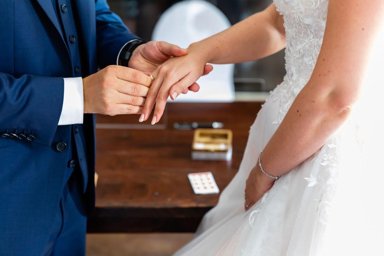 Schloss Lüntenbeck heiraten Ringübergabe